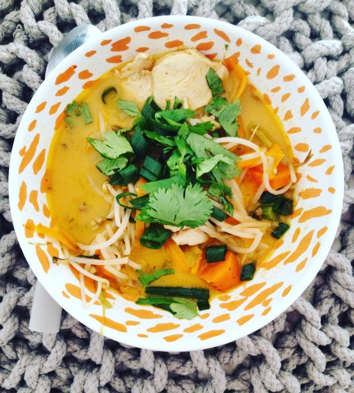 THAI SALMON & COCONUT SOUP / SOUPE THAÏ AU SAUMON ET A LA NOIX DECOCO