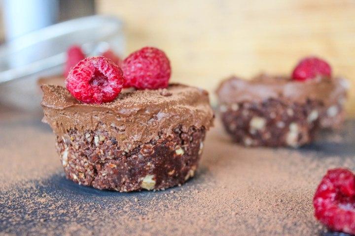 NO BAKE OH SO CHOCOLATY TARTLETS (VEGAN & GF) / TARTELETTE AU CHOCOLAT VÉGÉTALIENNE ET SANSGLUTEN